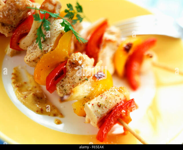 Chicken and pepper kebabs with mustard - Stock Image