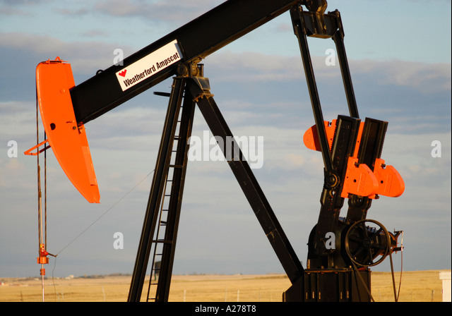 OIl pump drawing oil from reservoir in southern Alberta Canada oil patch - Stock-Bilder