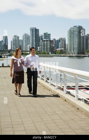 Sightseeing couple in vancouver - Stock Image