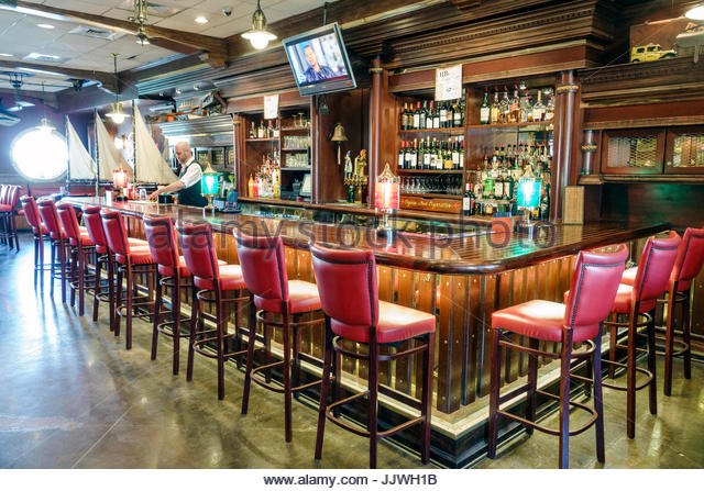 South Carolina SC Mt. Pleasant Shem Creek waterfront R.B.'s Seafood Restaurant dining inside bar - Stock Image