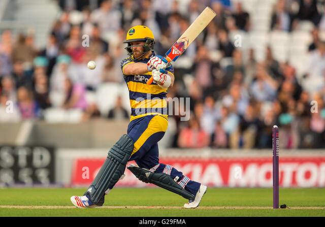 London, UK. 26 May 2016. David Lloyd batting  for Glamorgan in the T20 blast cricket match at the Oval. David Rowe/Alamy - Stock-Bilder