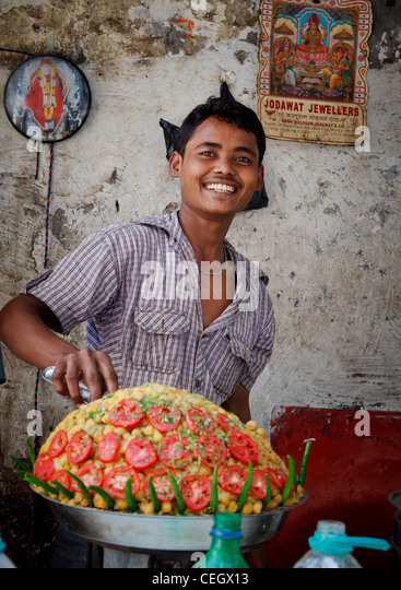 Food stall in the bazaar of Bombay, Mumbai - Stock Image