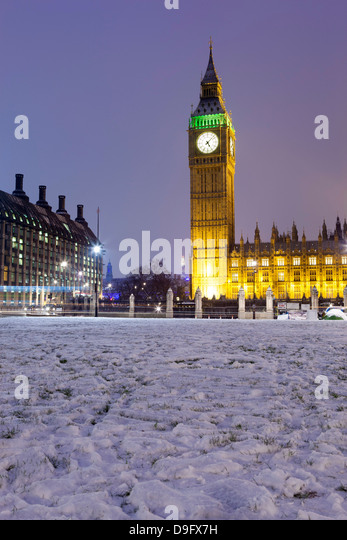 Houses of Parliament and Big Ben in snow, Parliament Square, Westminster, London, England, UK - Stock-Bilder