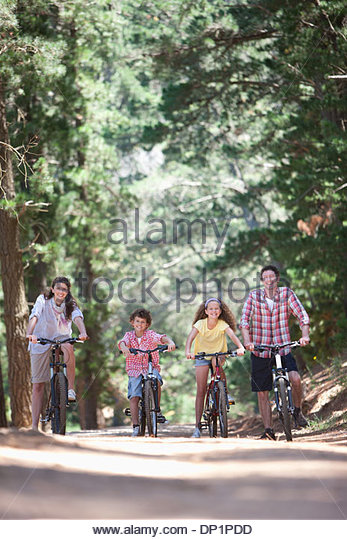 Family with bicycles in woods - Stock Image