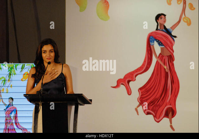 Bollywood actor Alia Bhatt during the launch of book Lakshmi Prasad Collection four short stories Twinkle Khanna - Stock-Bilder
