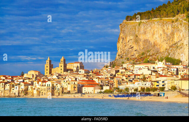 Old town view with cathedral and La Rocca hill, Cefalu, Sicily, Italy - Stock-Bilder