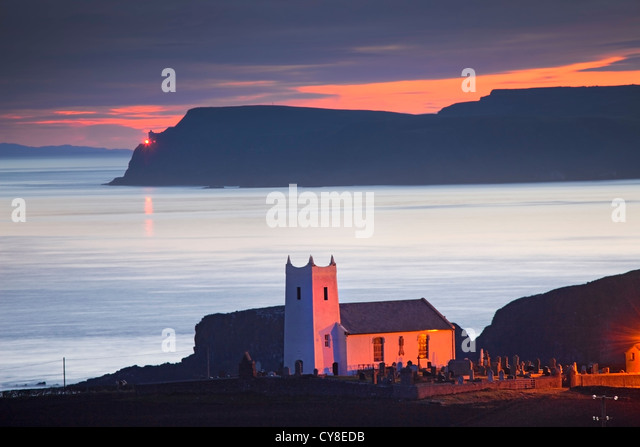 Ballintoy Church captured at Dawn. Co Antrim, Northern Ireland. - Stock-Bilder