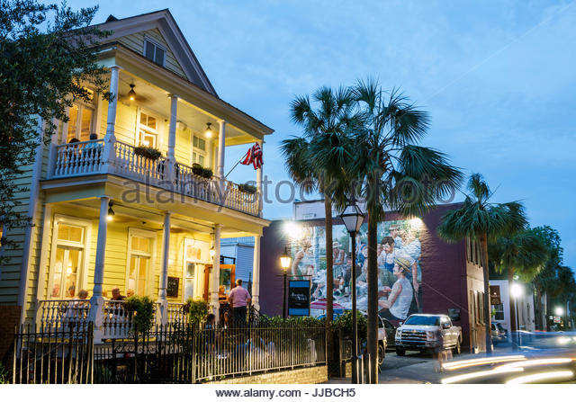 South Carolina Charleston SC Historic Downtown Queen Street Poogan's Porch southern cuisine restaurant dining - Stock Image