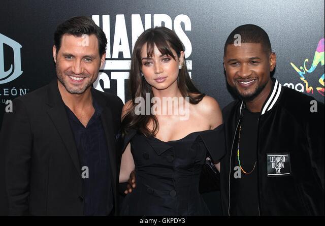 New York, USA. 22nd August, 2016. Usher Raymond IV, Edgar Ramirez and Sugar Ray Leonard at the 'HANDS OF STONE' - Stock-Bilder