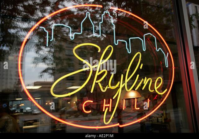 Ohio Cincinnati Skyline Chili neon sign window restaurant food - Stock Image