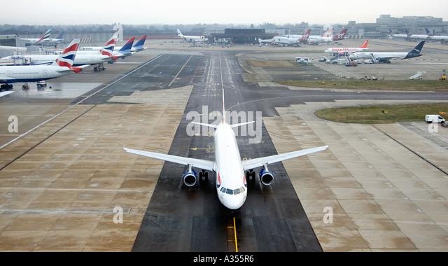 airline pilot england stock photos amp airline pilot england