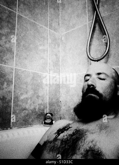 Man in bath b/w - Stock-Bilder