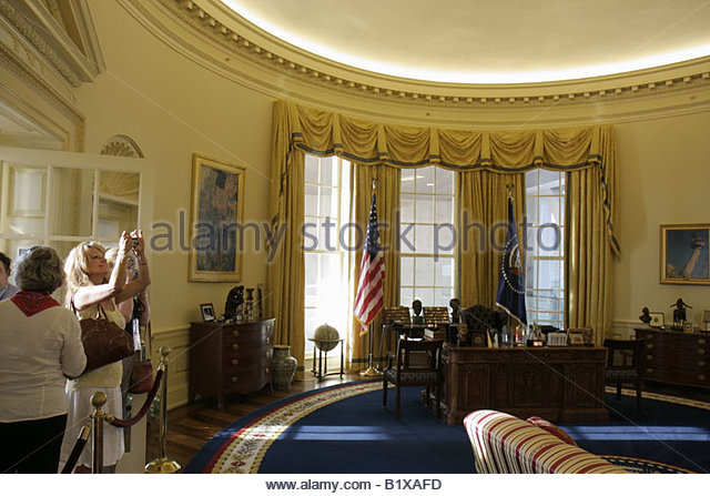 Little Rock Arkansas William J. Clinton Presidential Library Oval Office woman women take photo full scale replica - Stock Image
