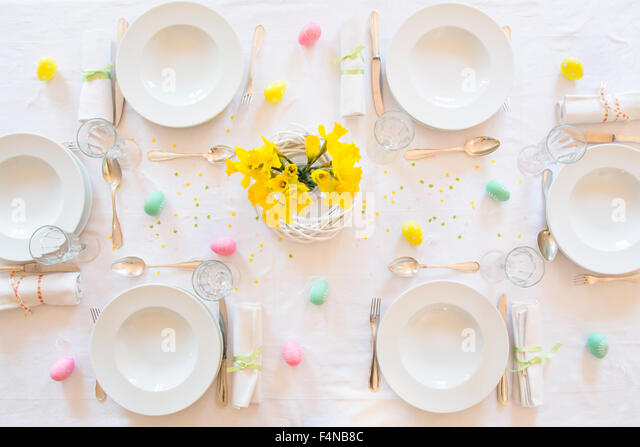 Laid Easter table with bunch of daffodils - Stock-Bilder