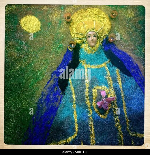 A sand carpet with the image of the Virgin of Juquila decorates a cemetery during the Day of the Dead celebration - Stock-Bilder