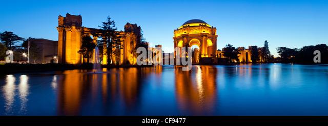 USA, California, San Francisco, Palace of Fine Arts illuminated at Night - Stock-Bilder