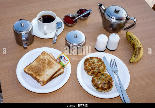 India Asian Mumbai Churchgate Veer Nariman Road Chateau Windsor hotel breakfast food toast patties coffee - Stock Image