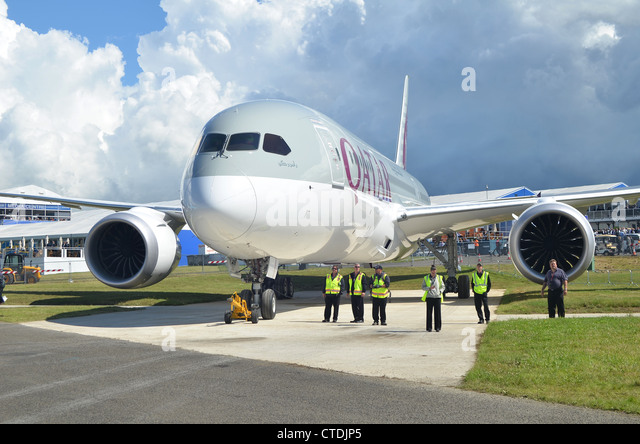 Boeing 787 in the colours of Qatar Airways awaiting towing out prior to its display at Farnborough International - Stock Image