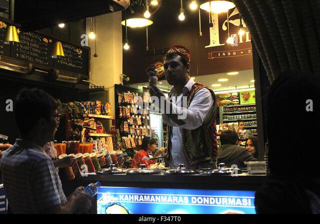Istanbul, Turkey - September 14, 2015: Turkish seller sale icecream to a man on the street on istiklal caddesi Istanbul. - Stock-Bilder