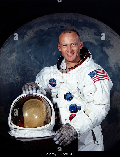 buzz-aldrin-apollo-11-astronaut-16-july-
