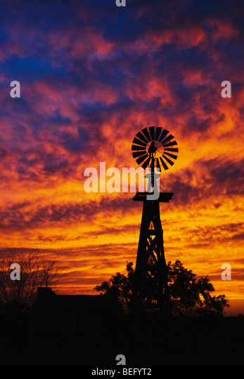 Wind mill at sunset, Rio Grande Valley, Texas, USA - Stock-Bilder