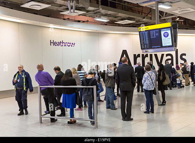 Heathrow airport arrivals concourse, London, England - Stock-Bilder