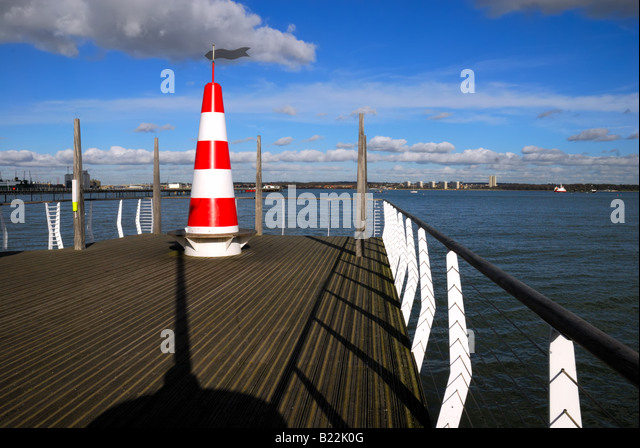 Jetty at Hythe Southampton Water - Stock-Bilder