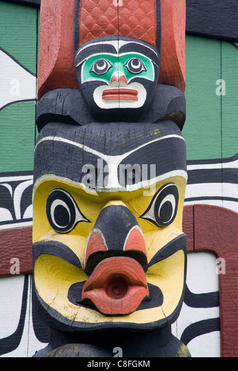 Totem pole and Long House, Totem Pole Park, Royal British Columbia Museum, Victoria, Vancouver Island, British Columbia, - Stock Image