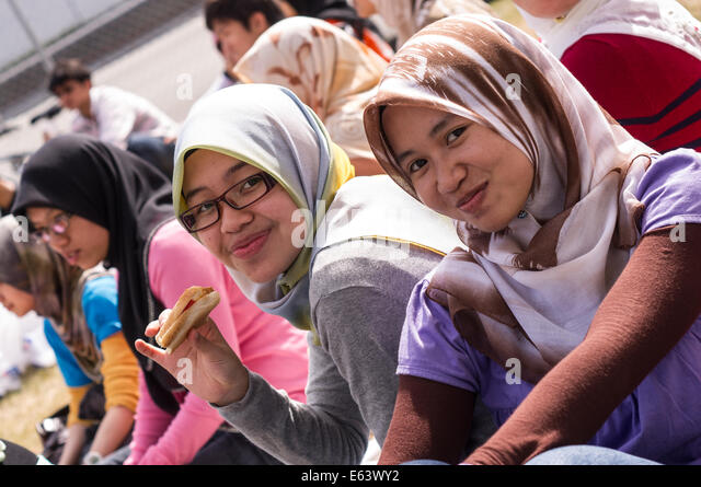 malacca single muslim girls Despite allying with neighboring muslim states,  this was the official end of the sultanate of malacca as the region came under foreign domination for the.
