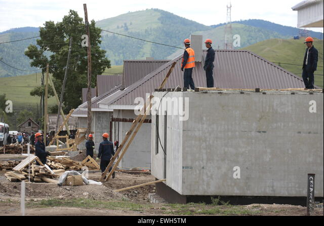 Khakassia, Russia. 26th June, 2015. Houses for Khakassia Republic residents affected by fires are under construction - Stock-Bilder