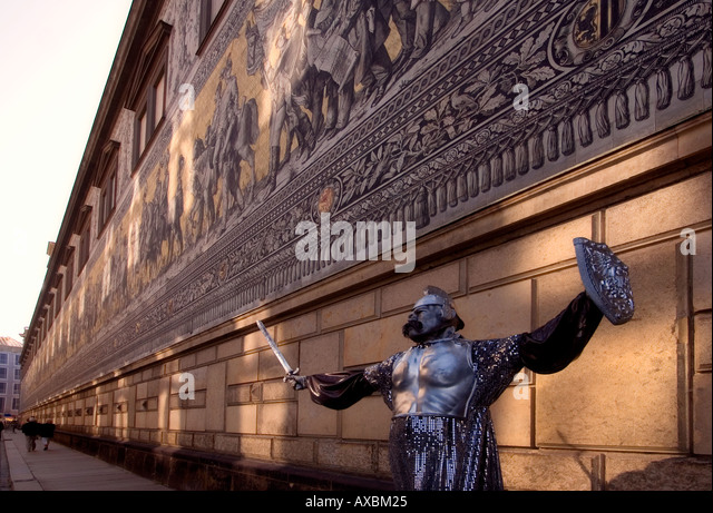 DEU Dresden saxony street artist in front of wall painting Fuerstenzug part of Dresden castle - Stock Image