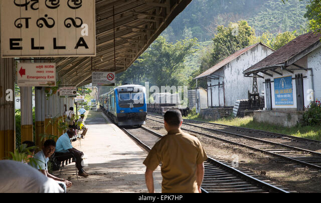 Train arriving at platform railway station Ella, Badulla District, Uva Province, Sri Lanka, Asia - Stock Image