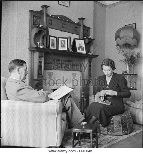 All-in War Worker- Everyday Life For Mrs M Hasler, Barnes, Surrey, 1942 D9367 - Stock-Bilder