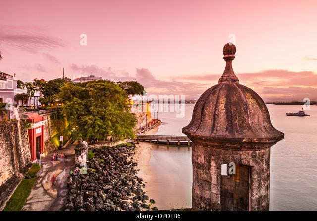San Juan, Puerto Rico coast at Paseo de la Princesa. - Stock-Bilder