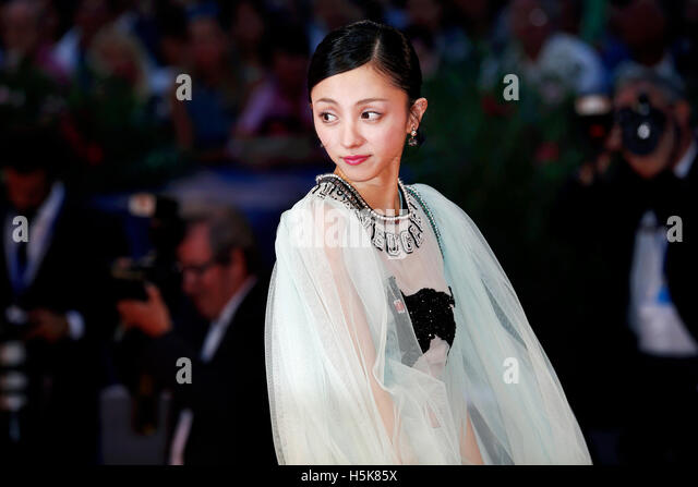VENICE, ITALY - SEPTEMBER 06: Actress Hikari Mitsushima attends the premiere of 'The Bad Batch' during the - Stock-Bilder