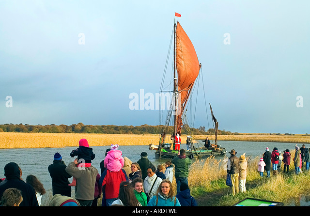 Santa Claus arrives at Snape Maltings by Barge River Alde Suffolk England - Stock Image