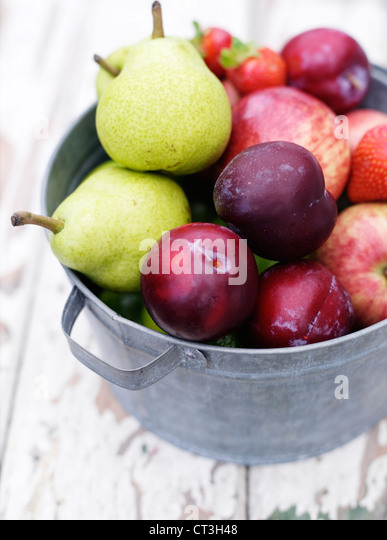 Close up of bucket of fruit - Stock Image