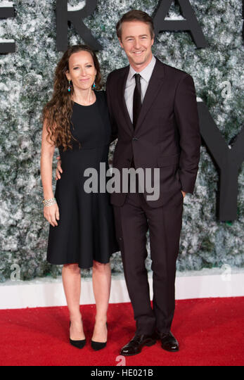 Leicester Square, London, UK. 15th Dec, 2016. Shauna Robertson & Edward Norton attend the European Premiere - Stock Image