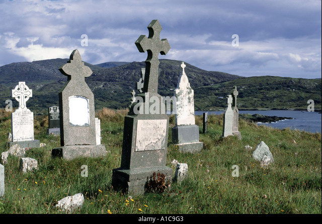 KILCATHERINE CHURCHYARD. BEARA PENINSULA. WEST CORK. REPUBLIC OF IRELAND. - Stock Image