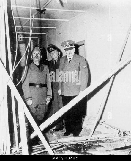 Adolf Hitler shows Benito Mussolini the ruins of the barracks in the leader's headquarters, 1944 - Stock Image