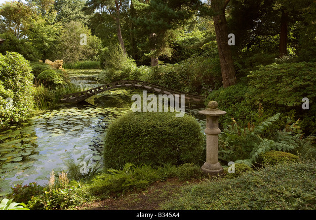Japanese stone bridge stock photos japanese stone bridge for Garden design knutsford