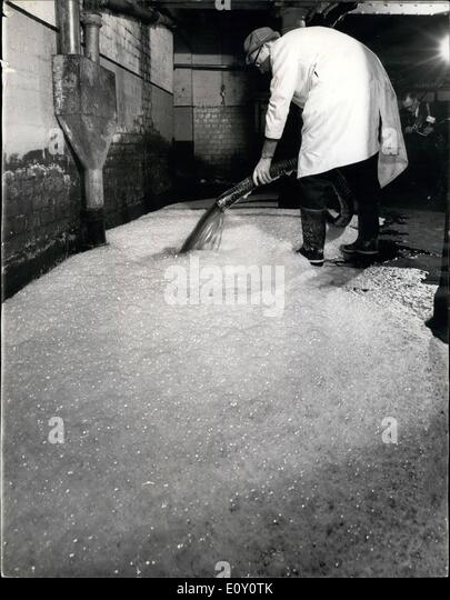 Feb. 17, 1968 - 17-2-68 The beer drain, hitting Britain. Half a million pints went down the drain yesterday at the - Stock Image