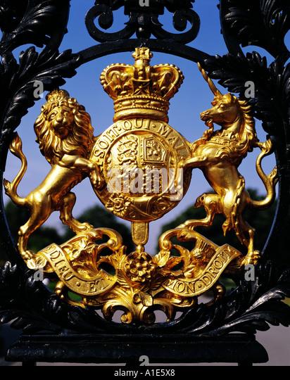 Salt Lamps Castle Court Belfast : Royal Coat Of Arms Stock Photos & Royal Coat Of Arms Stock Images - Alamy