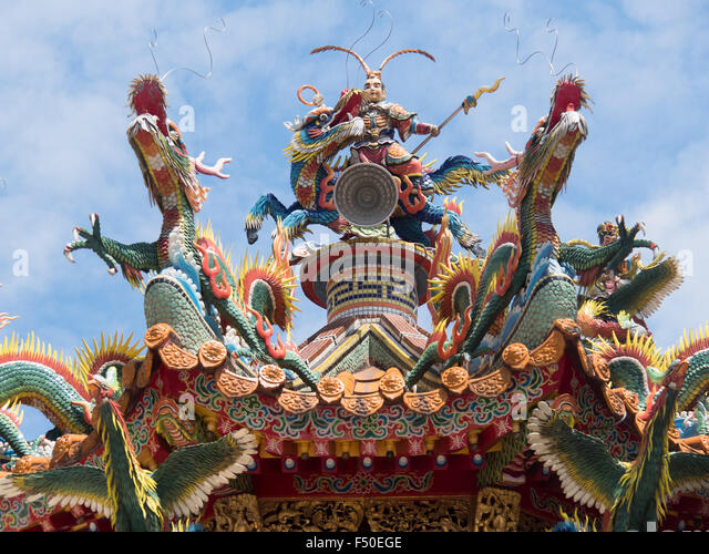 Ornate mosaic sculptures on top of a Taoist temple in Taiwan - Stock Image