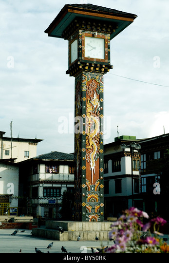 In Thimpu, Bhutan's capital, an artistically decorated clock in a city square reflects local building styles - Stock-Bilder