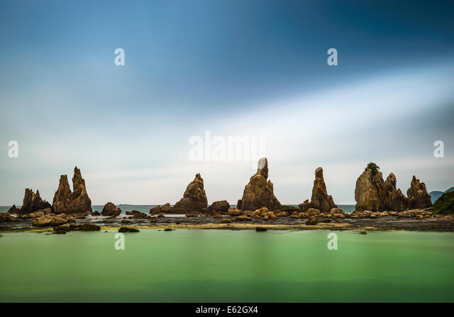 Hashi-gui-iwa Boulders on the coast of Kushimoto, Wakayama Prefecture, Japan. - Stock-Bilder