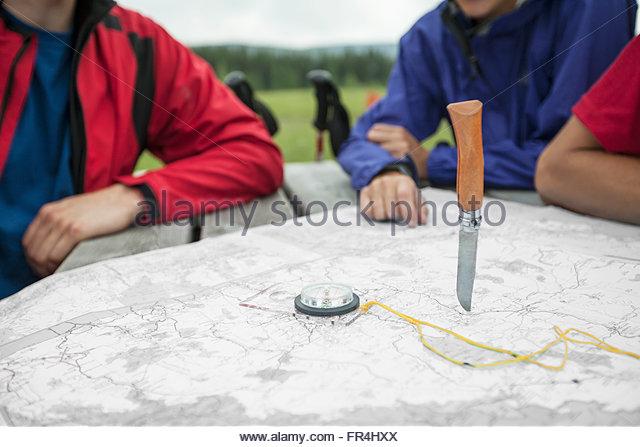 hikers determining their destination with random knife throw - Stock-Bilder