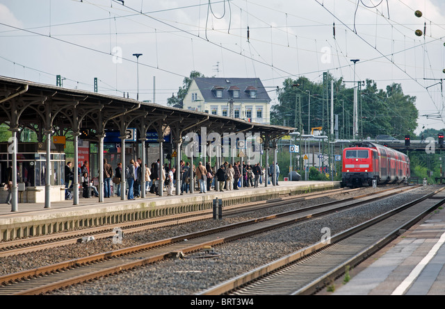 Commuter train pulling into Solingen railway station, Germany. - Stock Image