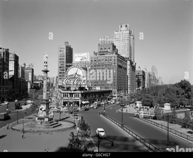 1950s COLUMBUS CIRCLE LOOKING NORTH MANHATTAN NEW YORK CITY USA - Stock-Bilder