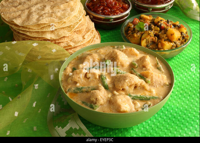 INDIAN NAVRATTAN CHICKEN CURRY - Stock Image